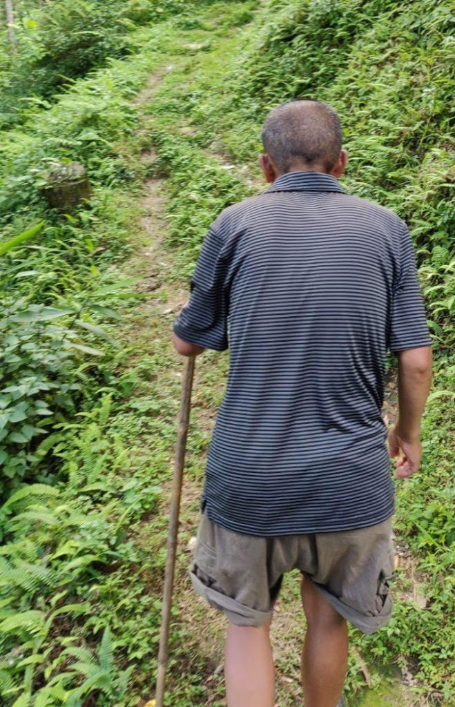 Raymound, mit dem ich letzten Sonntag eine kleine Wanderung zu einem buddhistischen Kloster und Teefeldern machte